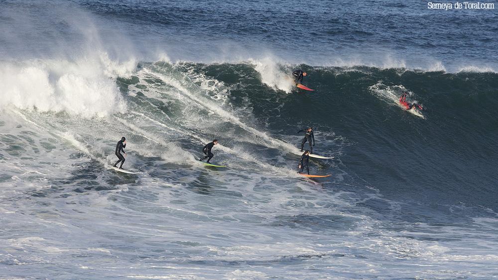 Fiesta en la ola, segunda bajada de su vida, de Pablo Joglar en la ola (Asturies). - HISTORIA Y ARCHIVO DE OLAS GIGANTES - Semeya  de Toral