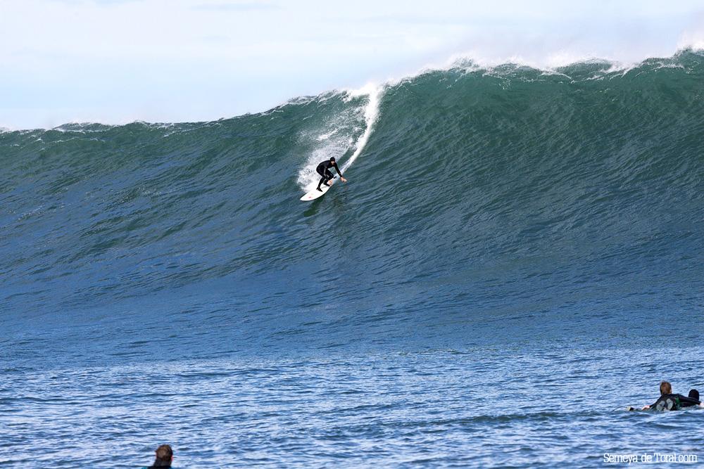 Hawaiano disfrutando en nuestra tierra (Asturies). - HISTORIA Y ARCHIVO DE OLAS GIGANTES - Semeya  de Toral