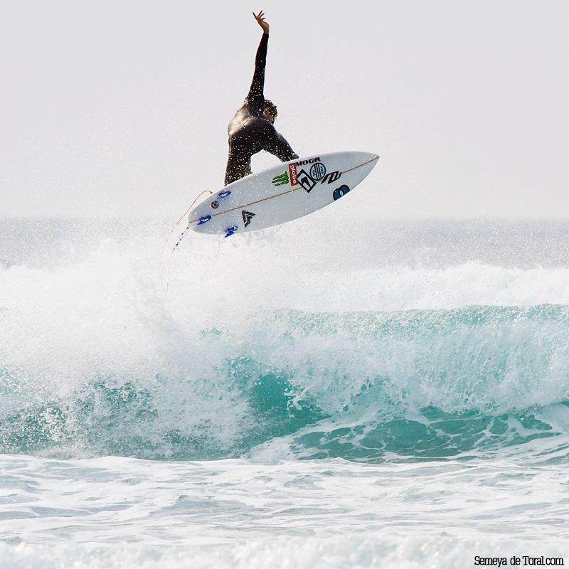 Dani siempre ofrece espectaculo. - Surf de arrastre (towout) - Semeya  de Toral