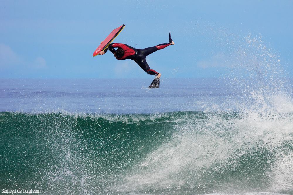 Nico (creo) al desfase. - Surf de arrastre (towout) - Semeya  de Toral