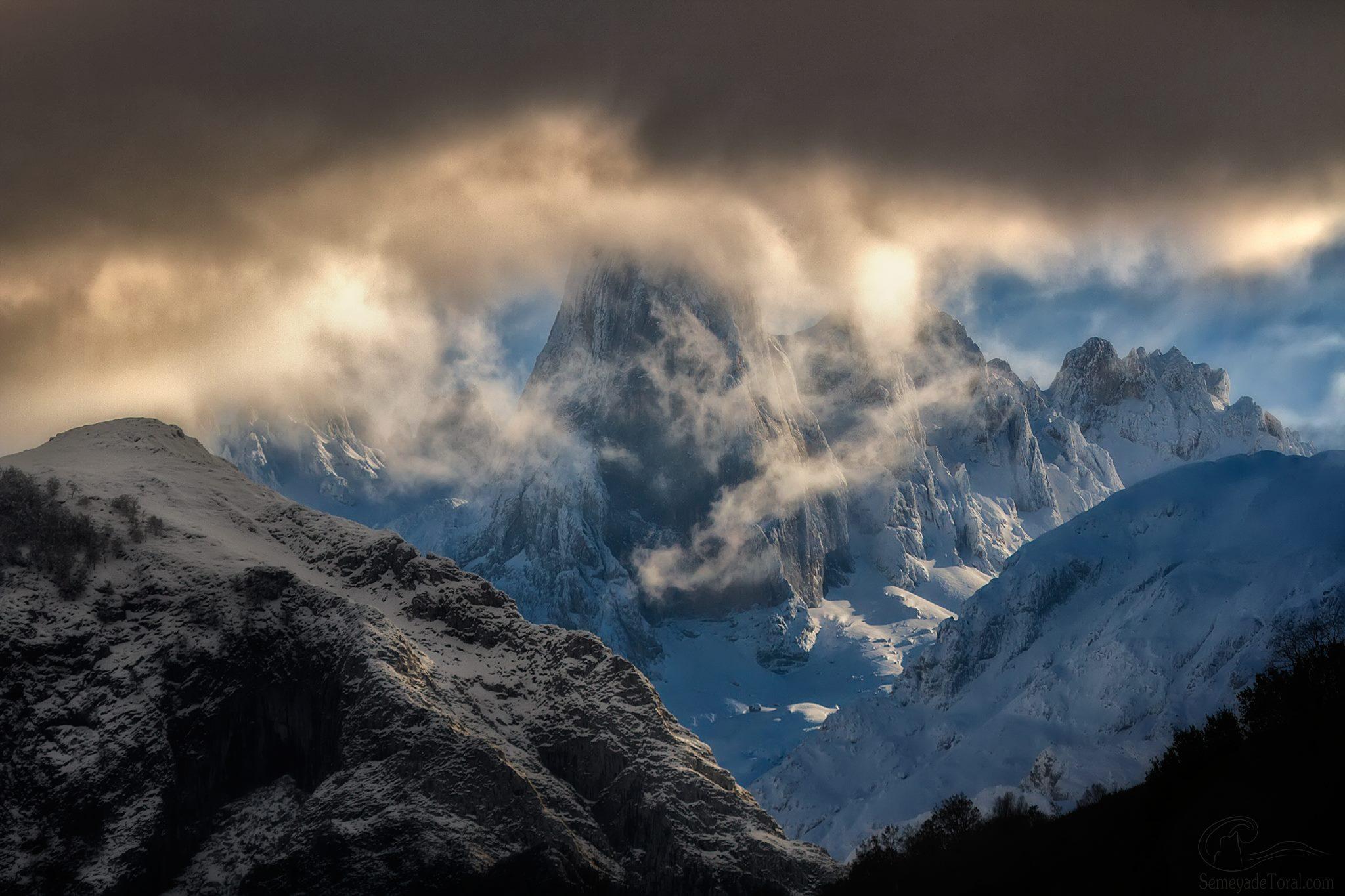 Entre nubes y claro, asoma el rey. - MONTAÑA - Semeya  de Toral