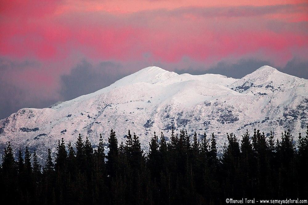 Un invernal Sueve bajo un rojo atardecer. - MONTAÑA - Semeya  de Toral