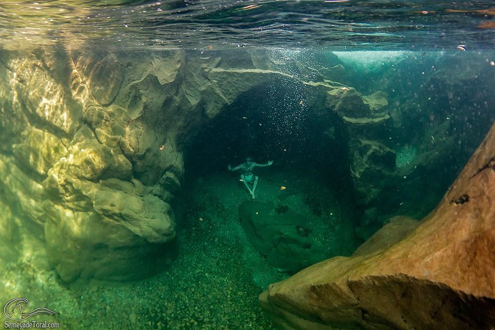 En la cueva. - RÍOS Y BOSQUES - Semeya  de Toral