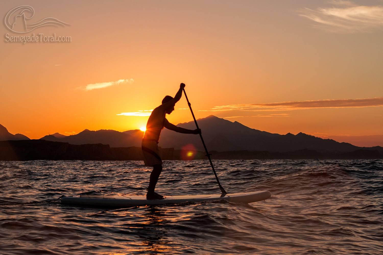 Despidiendo el día. - STAND UP PADDLE SURF - Semeya  de Toral