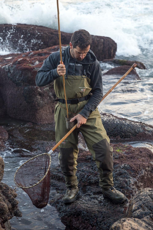 Y mojamos la merucada en él. - Pesca tradicional de Barbaes - Semeya  de Toral