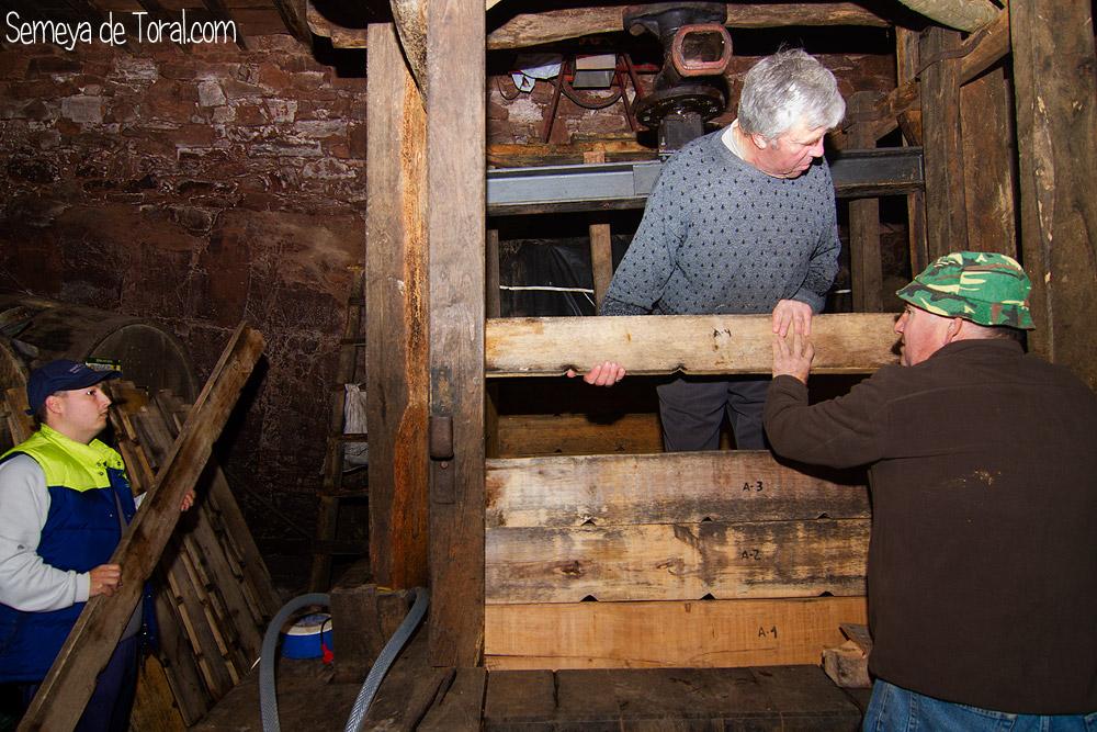 Montando paredes - En el Llagar - Semeya  de Toral