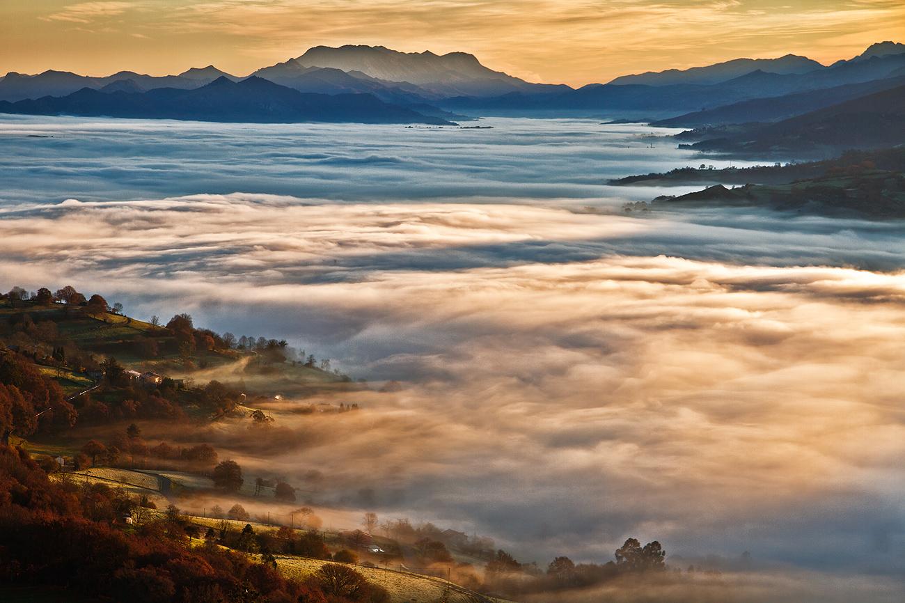 Cuando la luces de amanecer iluminan las nieblas.º - MONTAÑA - Semeya  de Toral