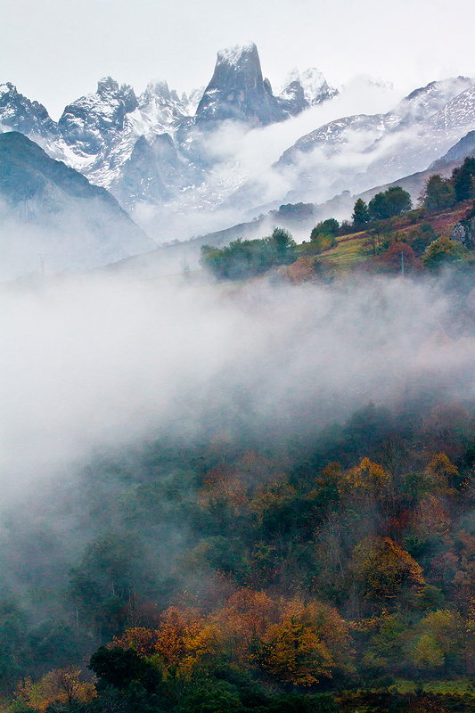 El picu Urriellu combinando el otoño y el invierno. - MONTAÑA - Semeya  de Toral