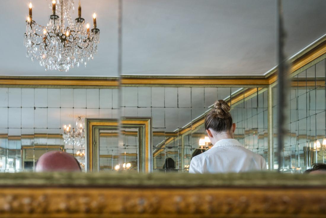 estudio 7843. Biarritz. 2016 - detrás del reflejo.-behind the reflection- - senén merino, photograph