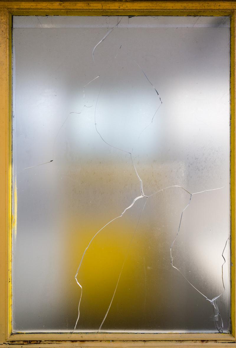 estudio 2955. Gijón. 2017 - detrás del reflejo.-behind the reflection- - senén merino, photograph