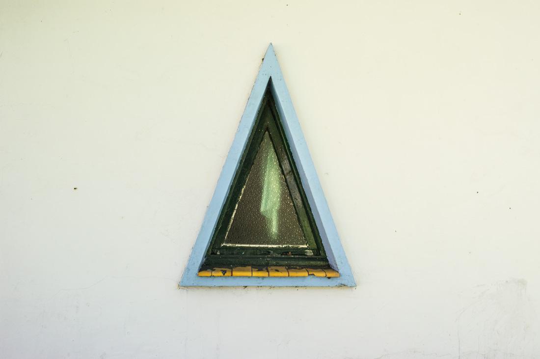 estudio 4436. Perlora. 2017 - detrás del reflejo.-behind the reflection- - senén merino, photograph