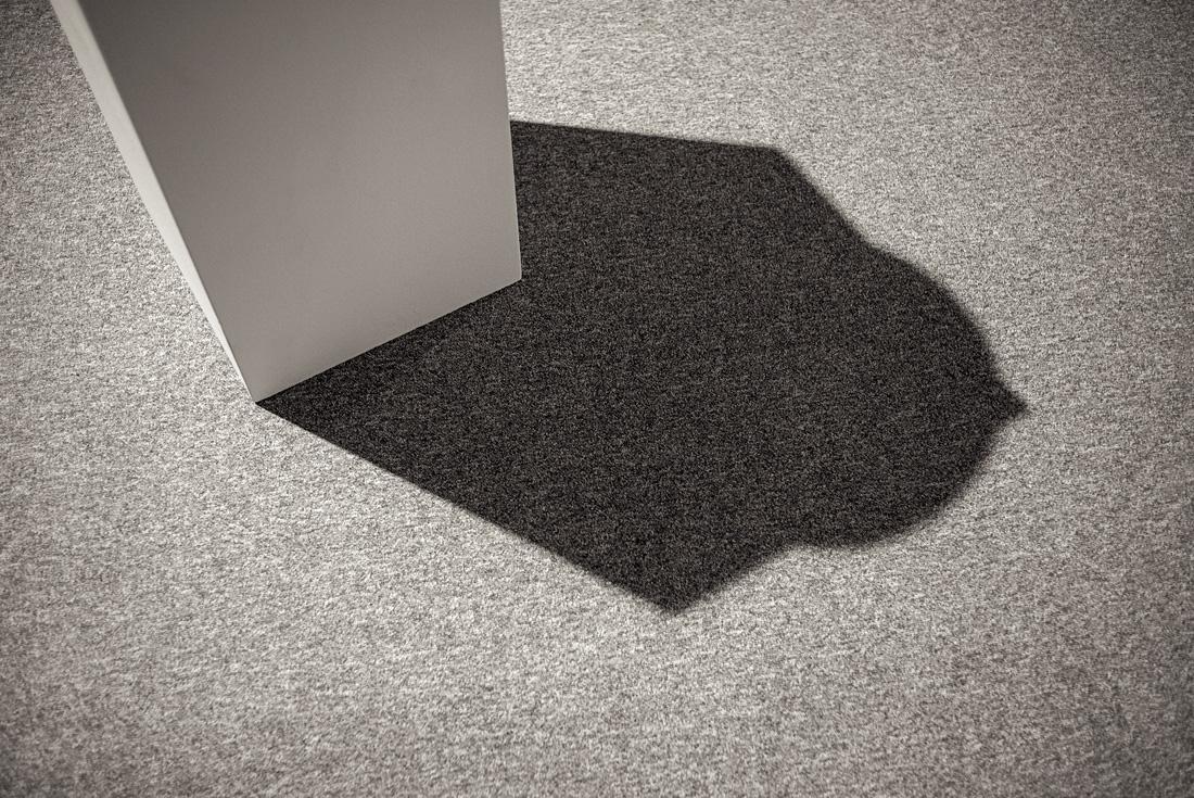 estudio 8502. renta mans i llibres. 1987. Antoni Tapies. 2017 - ELOGIO DE LA SOMBRA.-praise in the shadow-.2017 - senén merino, photograph