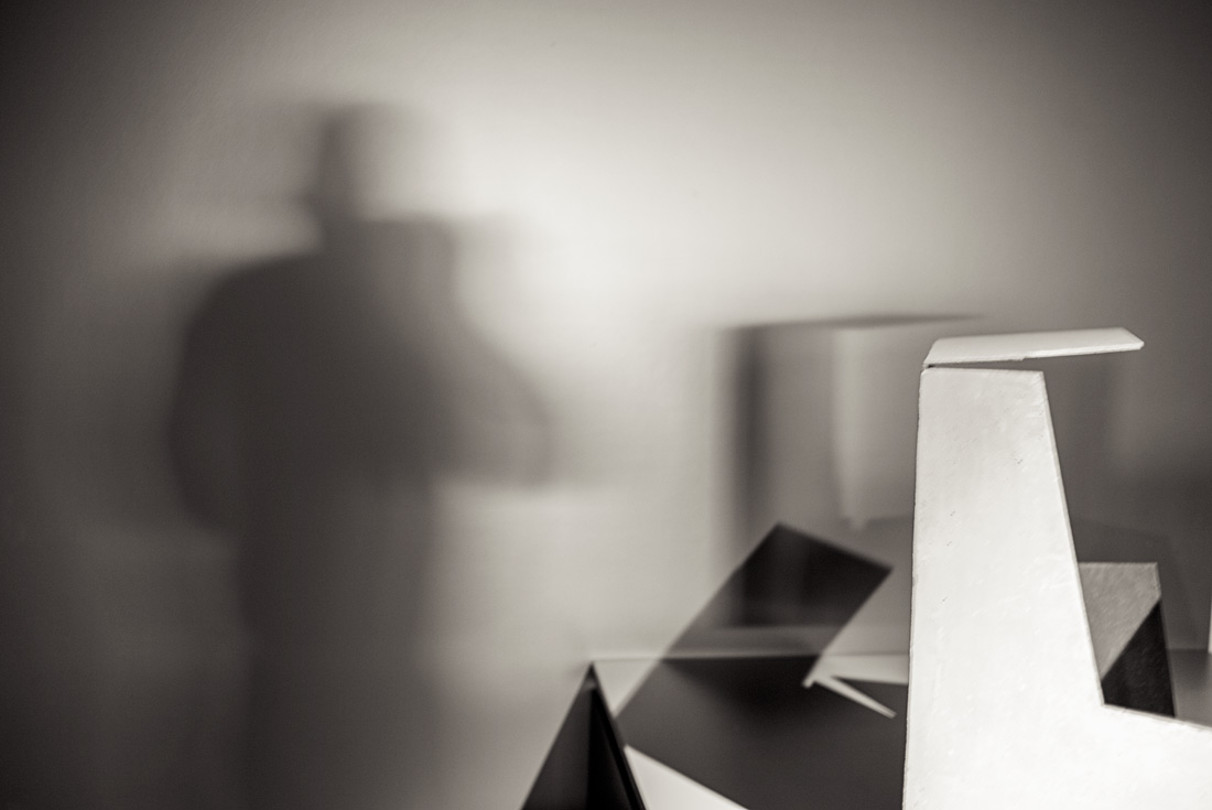 estudio 5879.  Jorge de Oteiza.  2015 - ELOGIO DE LA SOMBRA.-praise in the shadow-.2017 - senén merino, photograph