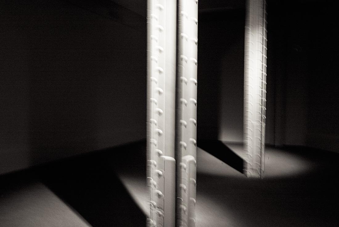 estudio 4192. centro Cibeles. Madrid. 2015 - ELOGIO DE LA SOMBRA.-praise in the shadow-.2017 - senén merino, photograph