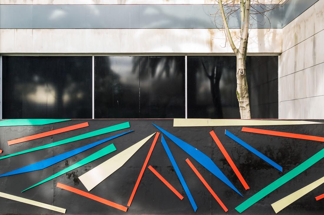 estudio 7074. Gijón. 2018 - detrás del reflejo.-behind the reflection- - senén merino, photograph