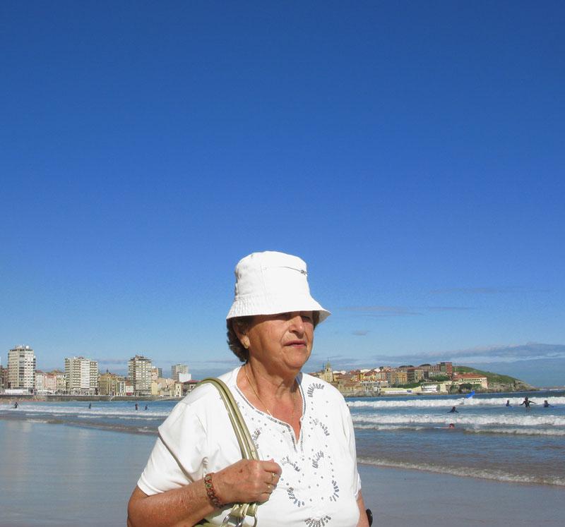 Gorro - RIO PILES A SAN PEDRO. 2009 - senenmerino.Fotografías Playa de Gijón.