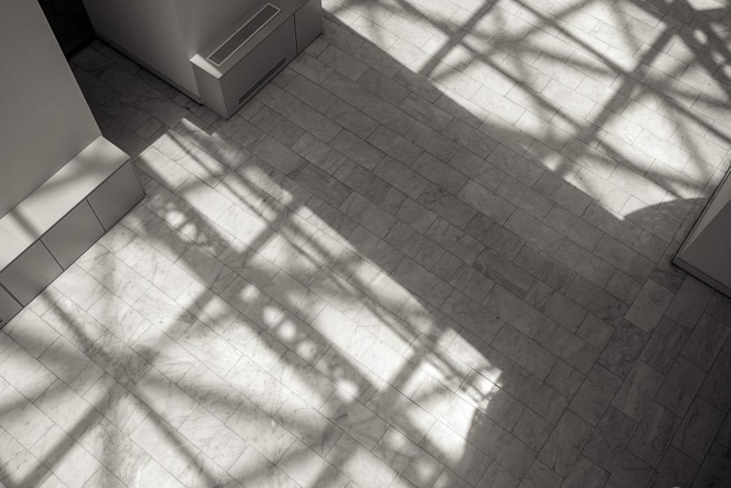 estudio 4091. centro Cibeles. Madrid.  2015 - ELOGIO DE LA SOMBRA.-praise in the shadow-.2017 - senén merino, photograph