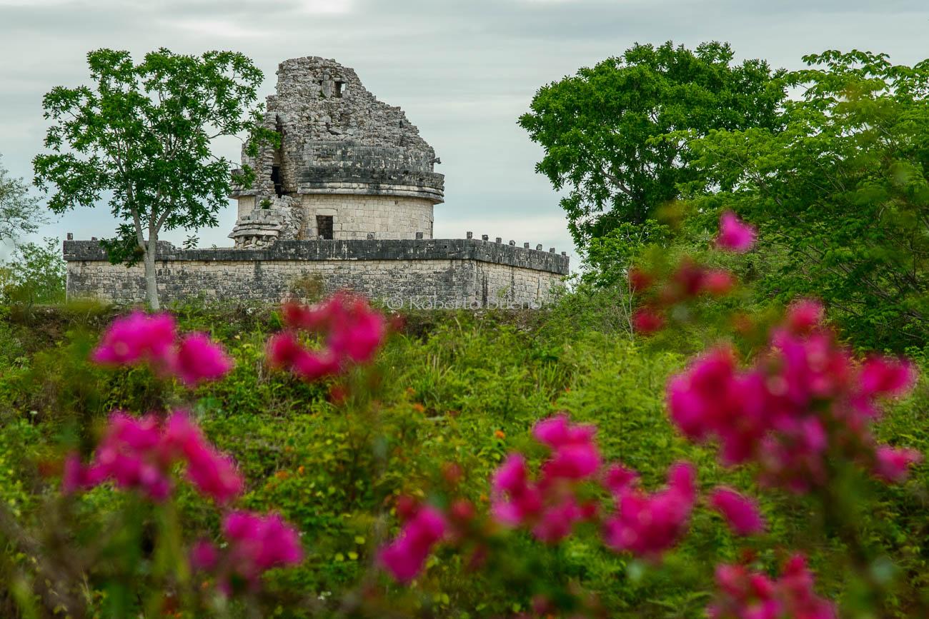 Templo astronómico. Chichén Itzá - Huellas de historia - Fósiles, arqueología, historia - Roberto Bueno – Miliarios, museos, tumbas