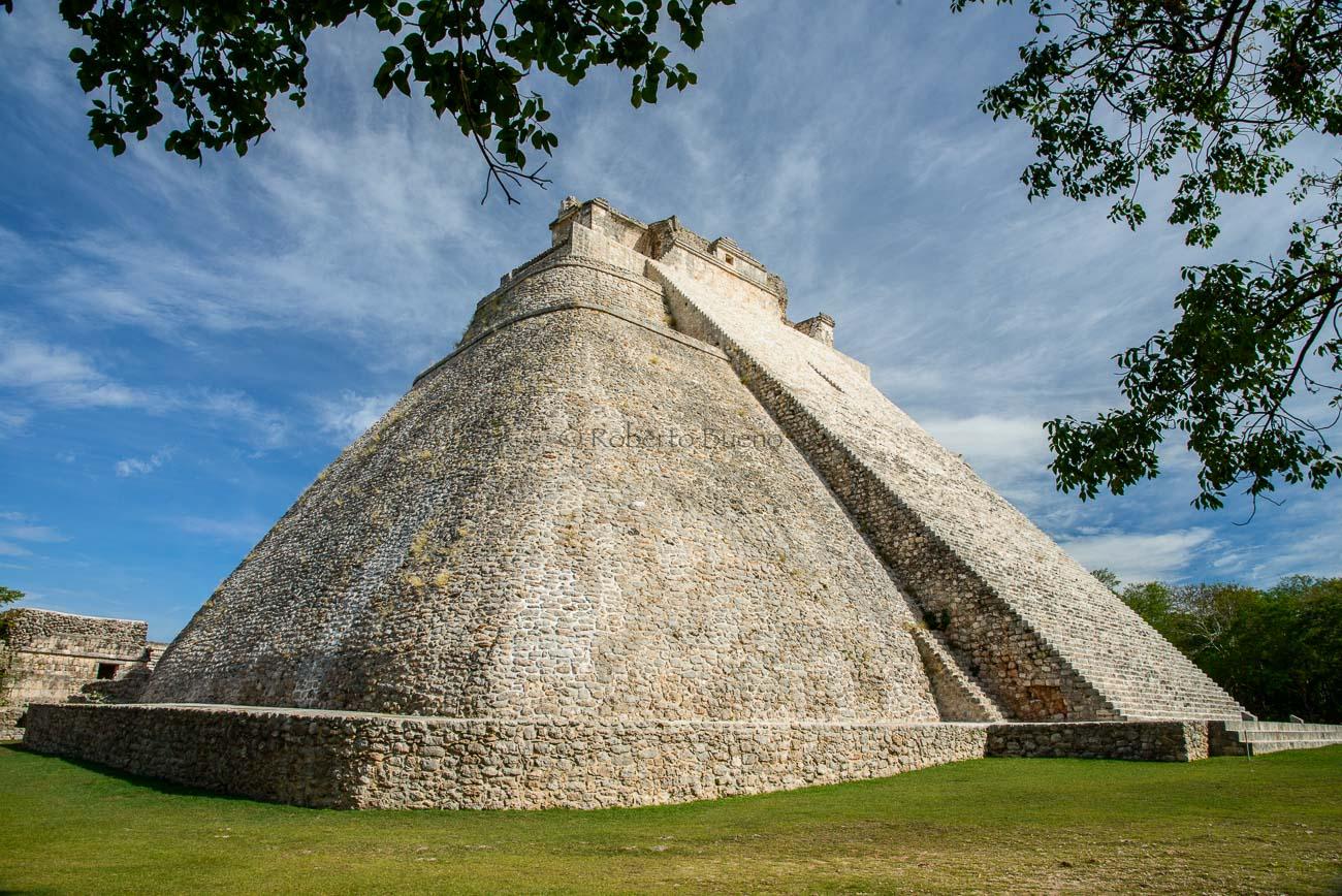 Pirámide maya de Uxmal. México - Huellas de historia - Fósiles, arqueología, historia - Roberto Bueno – Miliarios, museos, tumbas