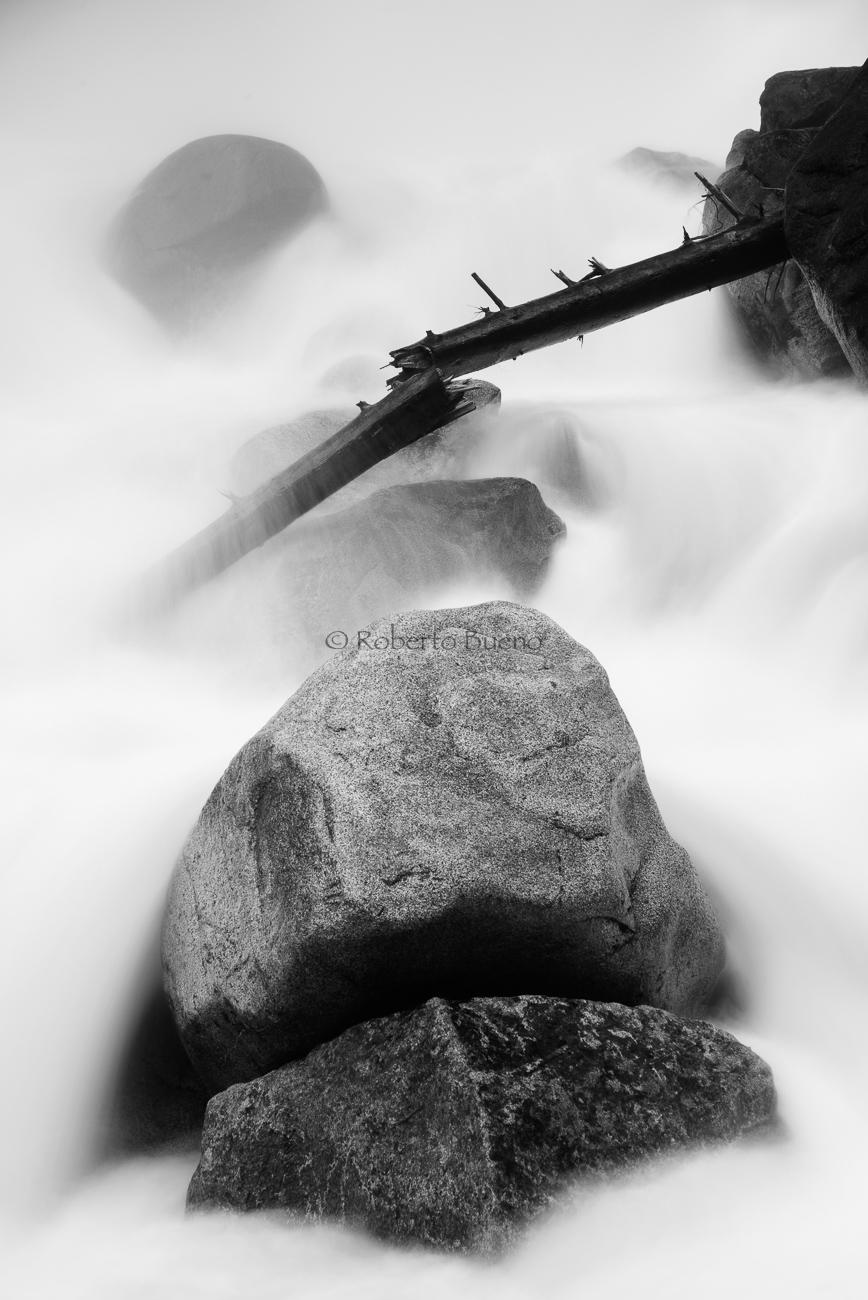 Agua con carácter. Pirineos franceses - Blanco y Negro - Blanco y Negro - Roberto Bueno - Fotografía de Naturaleza