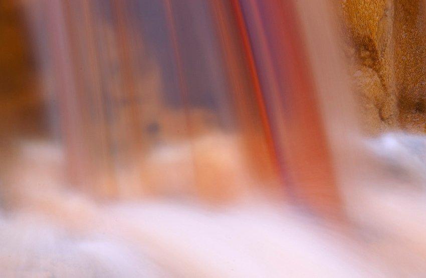 Cascada en rojo - Con Otros Ojos - Con Otros Ojos - Roberto Bueno – Fotografía, Naturaleza, Abstracciones