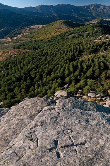 Petroglifos. Reserva de la Biosfera de las Sierras de Béjar y Francia - Huellas de historia - Fósiles, arqueología, historia - Roberto Bueno – Miliarios, museos, tumbas