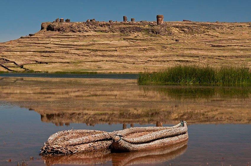 Barcas de totora. Sillustani - Perú - Perú - Roberto Bueno – Paisajes, gentes, arqueología