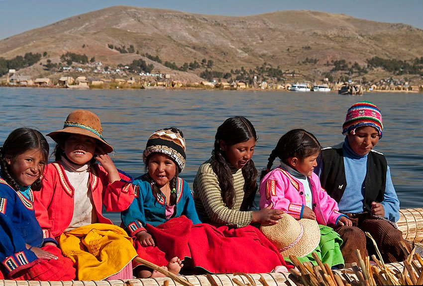 Niños de las Islas Uros - Perú - Perú - Roberto Bueno – Paisajes, gentes, arqueología