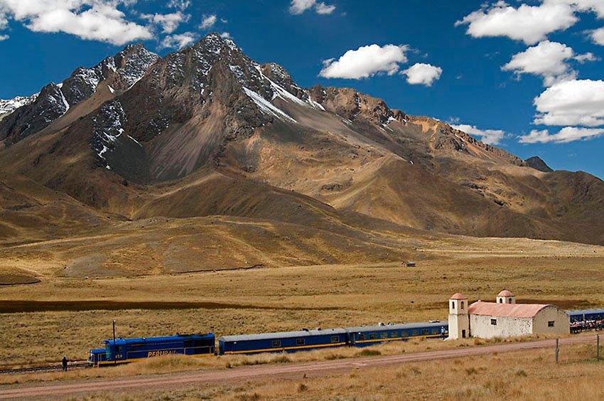 Perú Rail, Iglesia y Andes. Abra la Raya 4335 m.s.n.m. - Perú - Perú - Roberto Bueno – Paisajes, gentes, arqueología