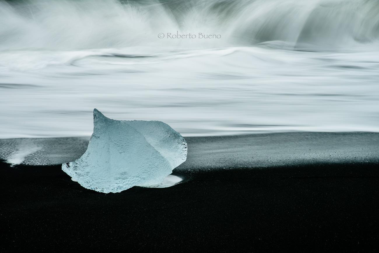Joya sobre arenas negras - Islandia - Islandia