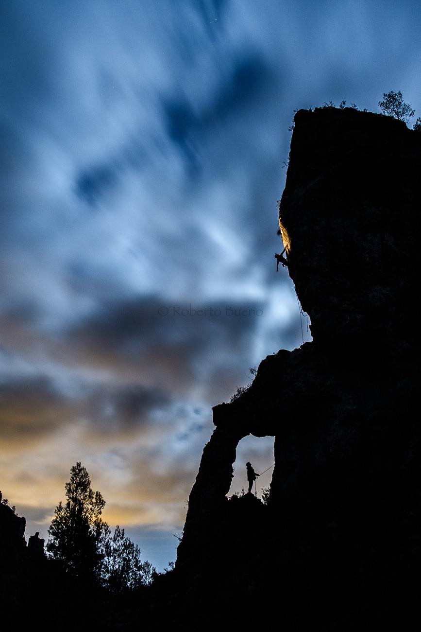 Geoscalada nocturna. Serra de Vandellòs - Luces en la noche - Luces en la Noche. Roberto Bueno. Fotografía de Naturaleza y viajes