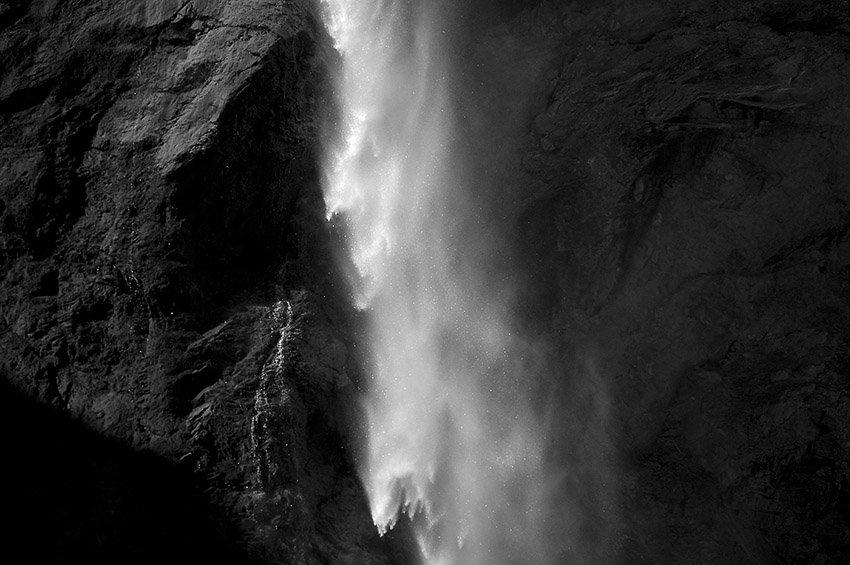 Cascada  - Blanco y Negro - Blanco y Negro - Roberto Bueno - Fotografía de Naturaleza
