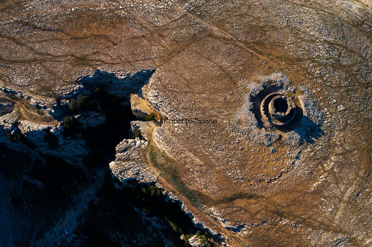 Fortaleza desde el aire. Mola de Colldejou. Tarragona - Huellas de historia - Fósiles, arqueología, historia - Roberto Bueno – Miliarios, museos, tumbas