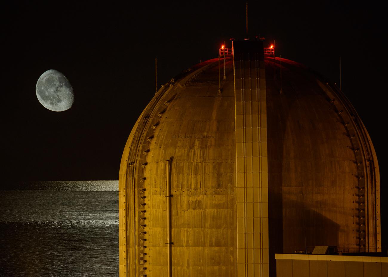 Luna y mar. Central Nuclear Vandellòs II - Energía Nuclear - Roberto Bueno. Energía Nuclear y Centrales Nucleares