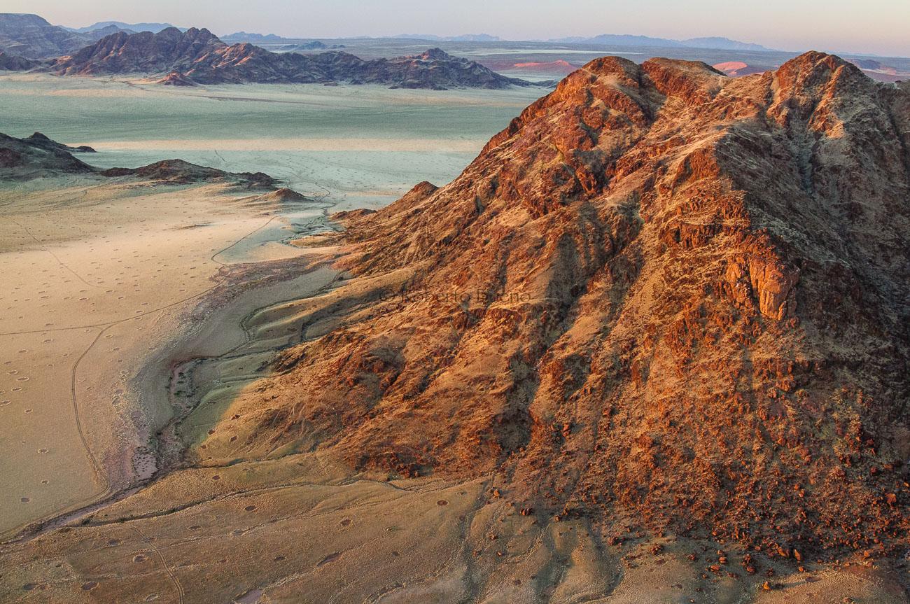 Amanece en el desierto del Namib I - Desde el aire - Roberto Bueno - Fotografía de Naturaleza - Luces del Planeta - Desde el aire