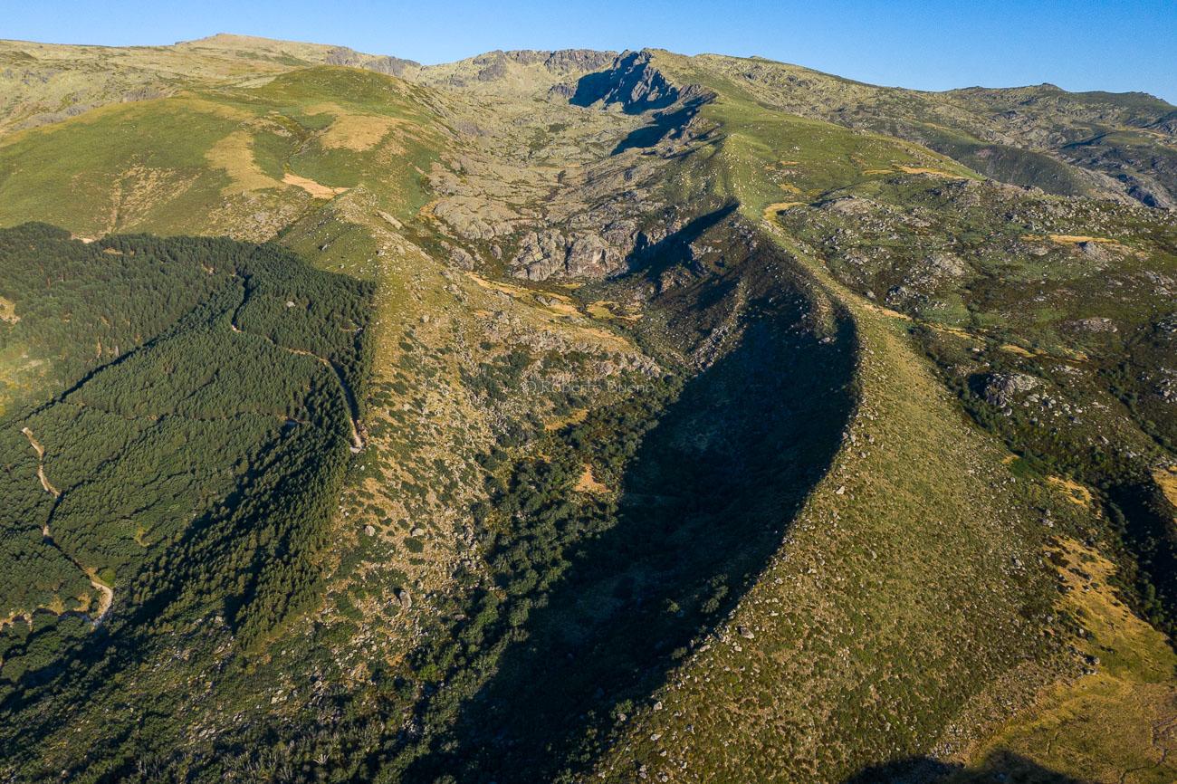 Cuenca glaciar de Hoya Moros y morrenas. Reserva de la Biosfera de las Sierras de Béjar y Francia - Sierras de Béjar y Francia - Reserva de la Biosfera - Roberto Bueno - Fotografía de Naturaleza