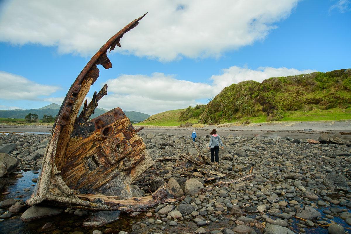 Naufragio en Oakura Beach, Taranaki - Nueva Zelanda - Nueva Zelanda, Isla Norte. Roberto Bueno; Fotografía de Naturaleza y Viajes