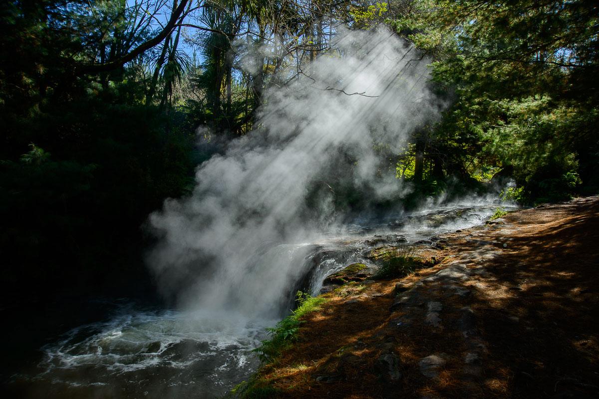 Vapores termales, Kerosene Creek, Wai-O-Tapu - Nueva Zelanda - Nueva Zelanda, Isla Norte. Roberto Bueno; Fotografía de Naturaleza y Viajes