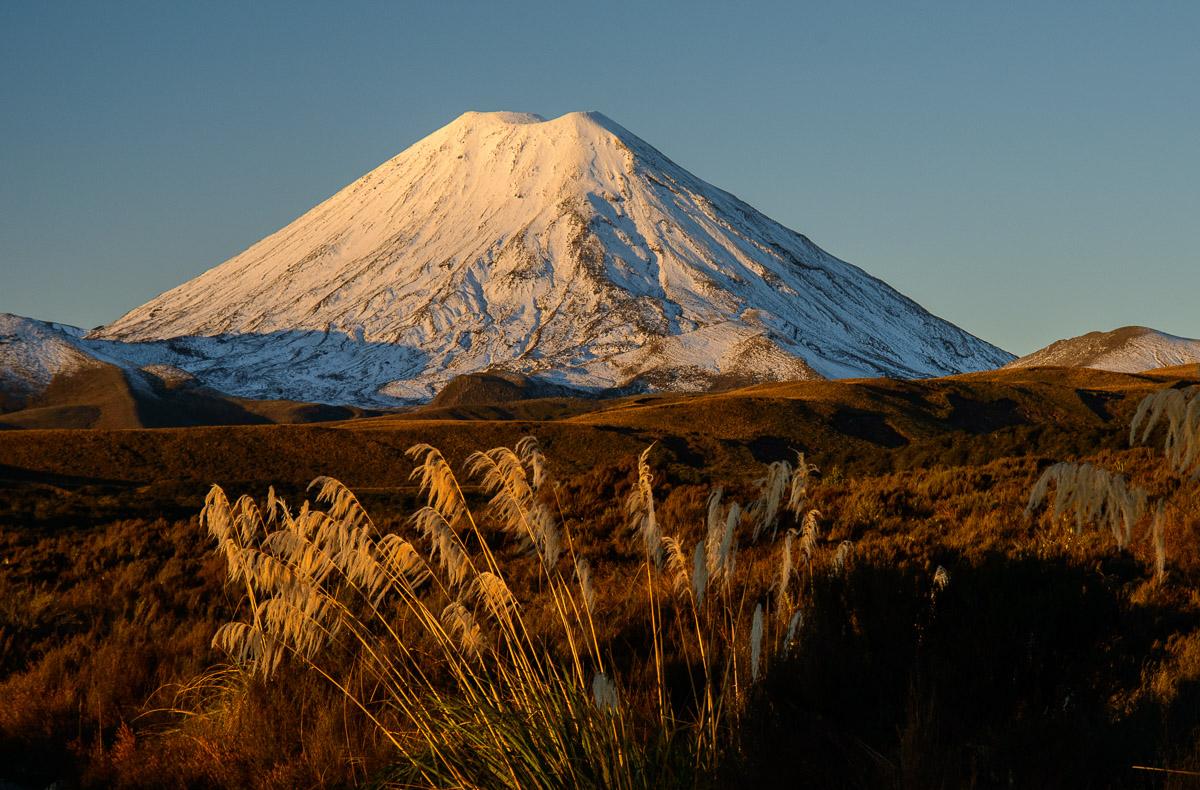 Volcán Ngauruhoe, Parque Nacional Tongariro - Nueva Zelanda - Nueva Zelanda, Isla Norte. Roberto Bueno; Fotografía de Naturaleza y Viajes