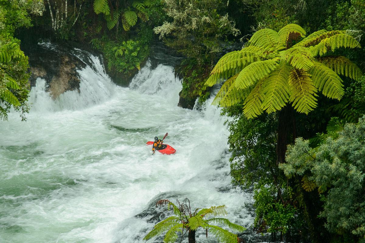 Rafting en Okere Falls, Rotorua, Bay of Plenty - Nueva Zelanda - Nueva Zelanda, Isla Norte. Roberto Bueno; Fotografía de Naturaleza y Viajes