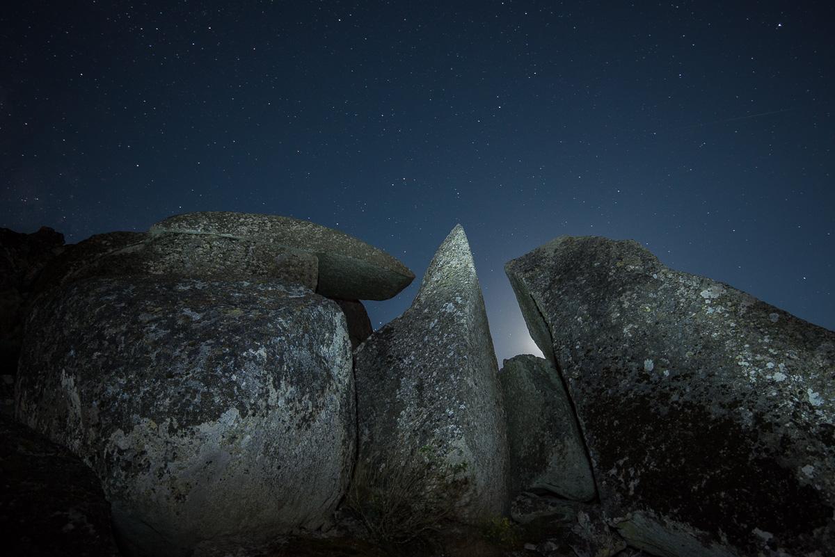 Noche megalítica. Sierra de Béjar - Luces en la noche - Luces en la Noche. Roberto Bueno. Fotografía de Naturaleza y viajes