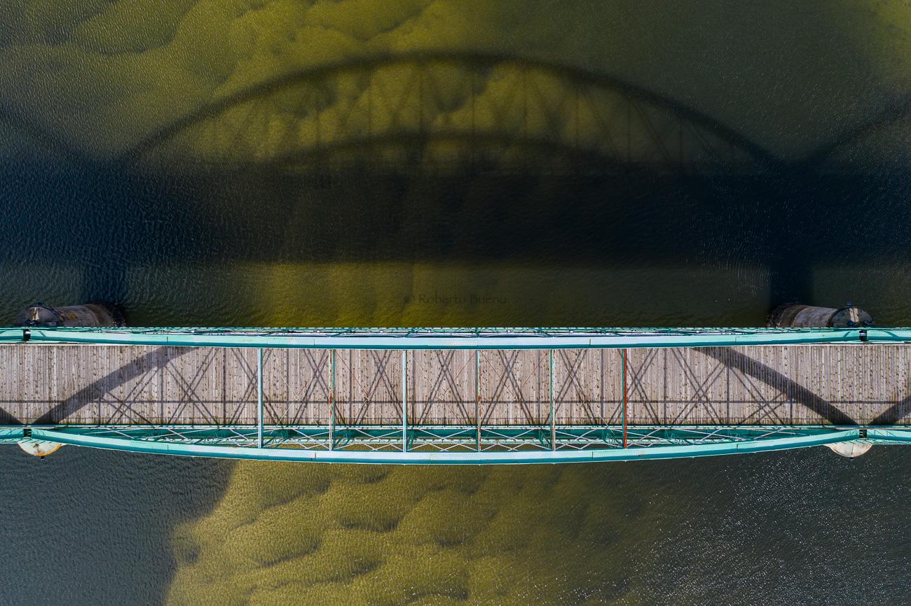 La sombra del puente - Desde el aire - Roberto Bueno - Fotografía de Naturaleza - Luces del Planeta - Desde el aire