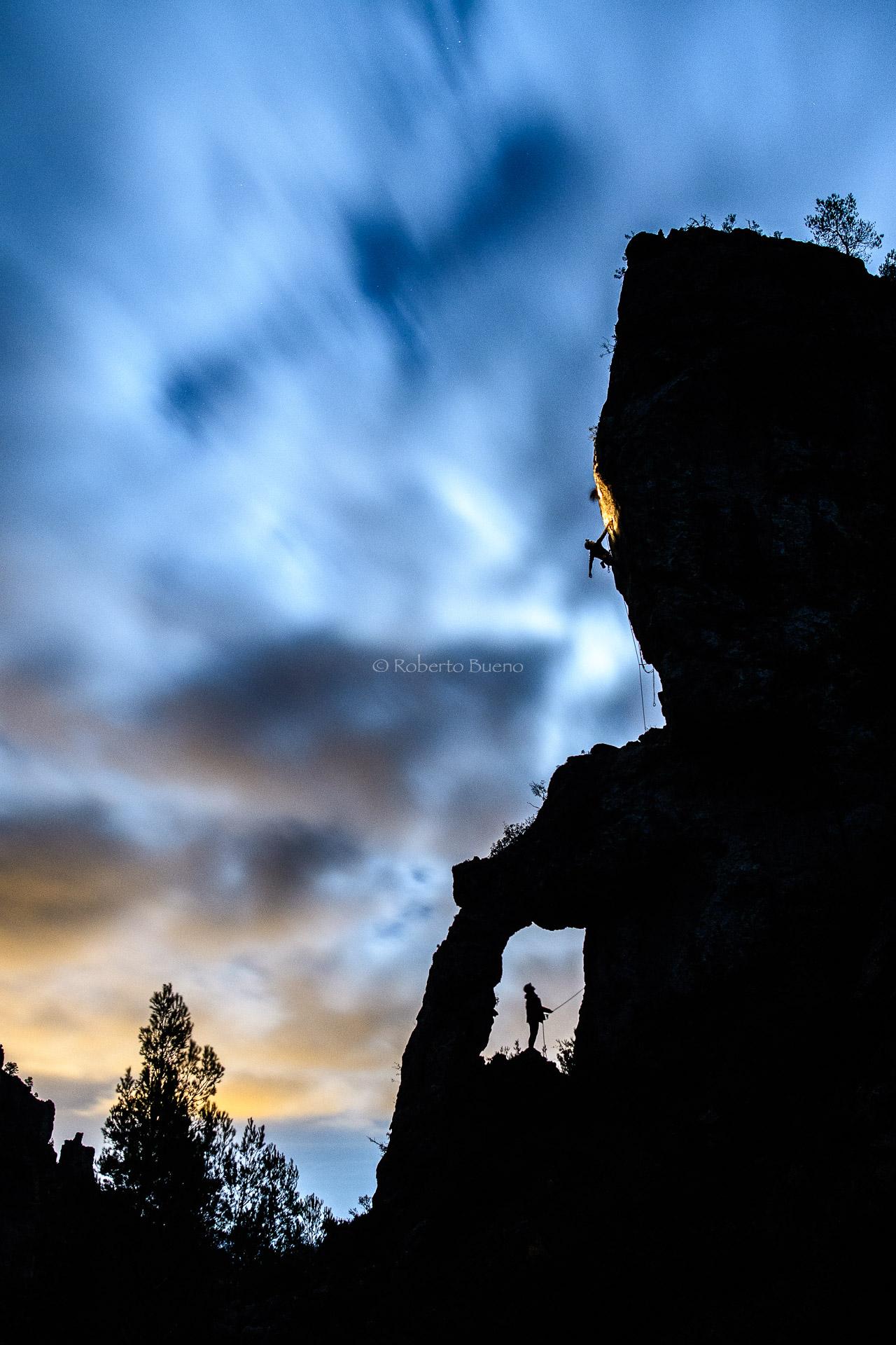 Escalada nocturna. Arco de Lleria - L´Hospitalet-Vandellòs - L´Hospitalet de l´Infant - Vandellòs; Roberto Bueno; Fotografía