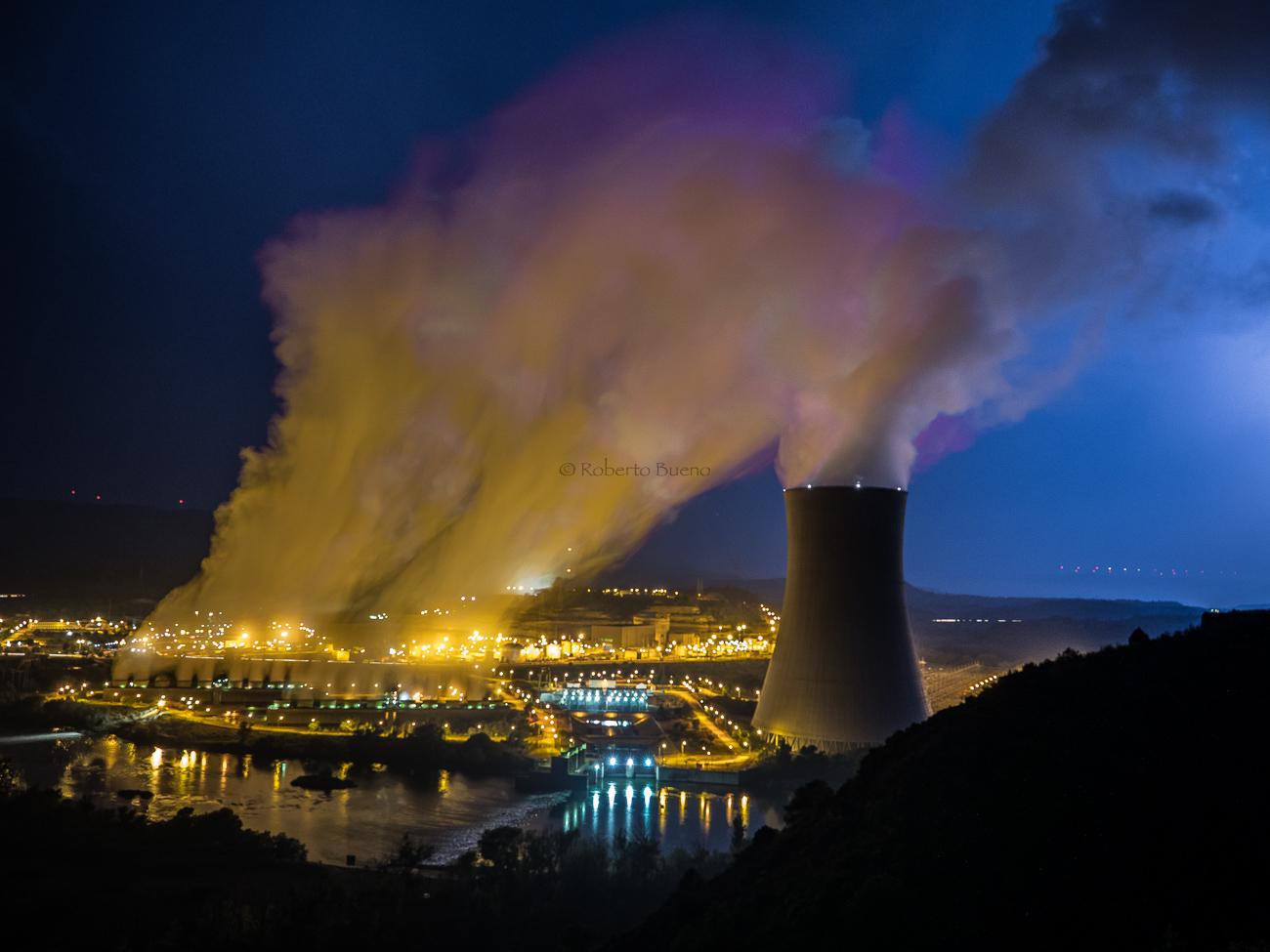Torres de refrigeración. Central Nuclear de Ascó - Energía Nuclear - Roberto Bueno. Energía Nuclear y Centrales Nucleares