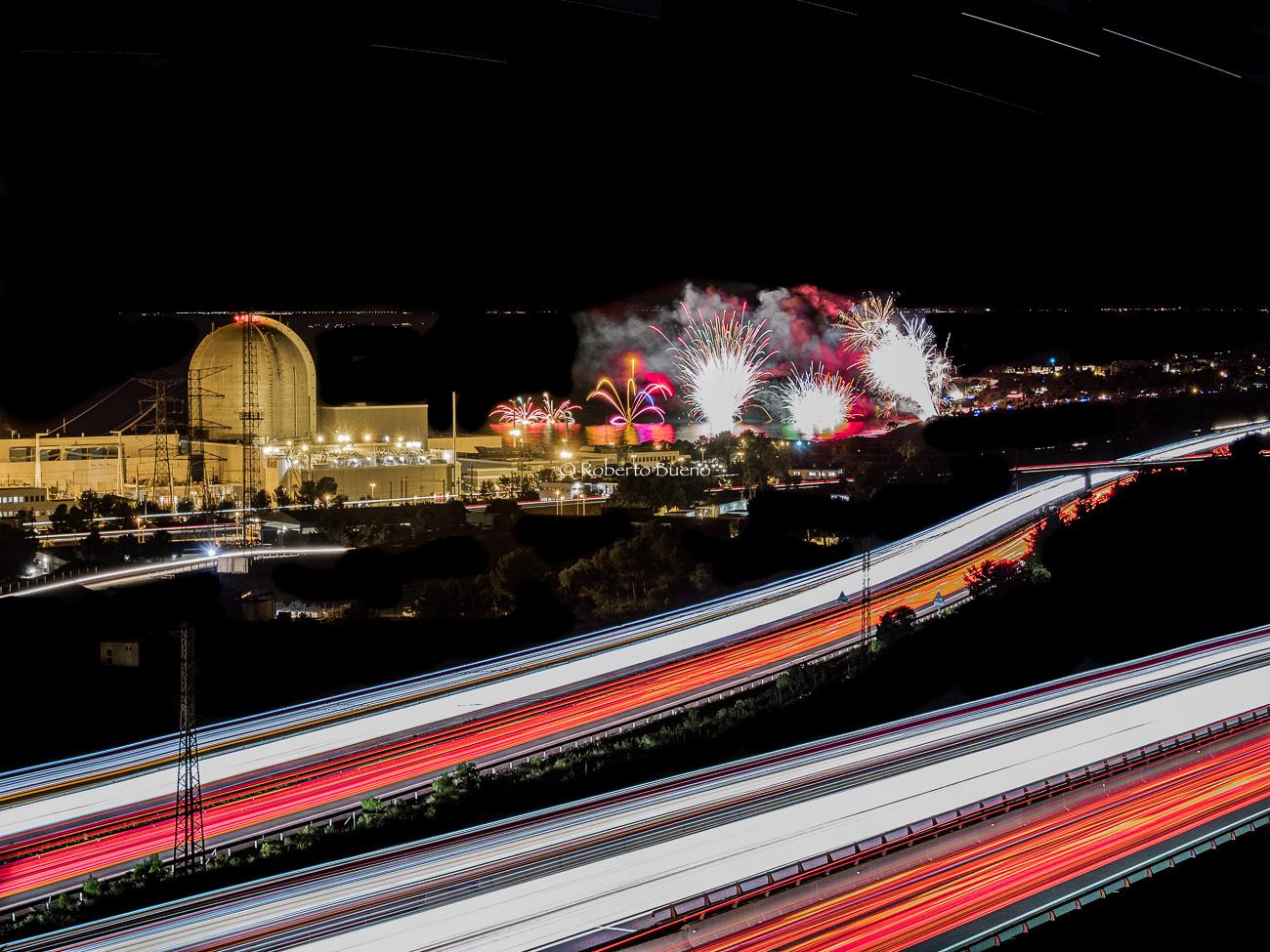 Fuegos artificiales de L'Almadrava y Central Nuclear Vandellòs II - Energía Nuclear - Roberto Bueno. Energía Nuclear y Centrales Nucleares