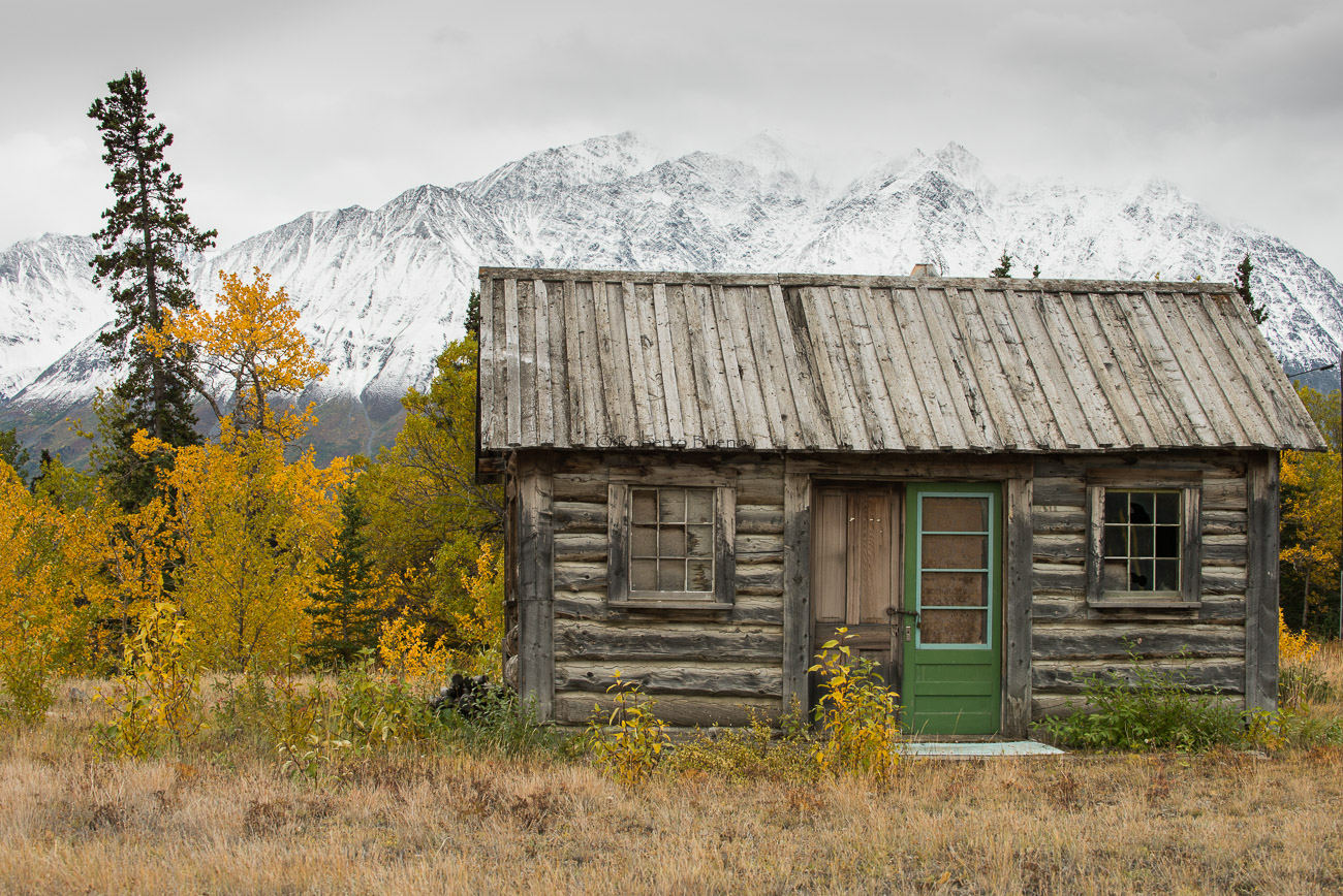Cabaña de madera. Kluane National Park. Yukon - Yukon, NWT y Dempster - Roberto Bueno. Luces del Planeta. Fotografías. Yukon, Territorios del Noroeste y Dempster Highway