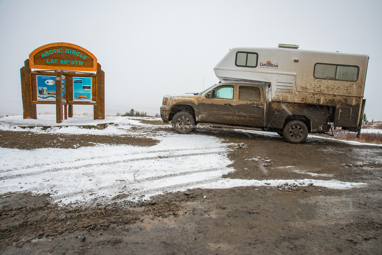 Barro y nieve en el Círculo Polar. Dempster Highway. Yukon - Yukon, NWT y Dempster - Roberto Bueno. Luces del Planeta. Fotografías. Yukon, Territorios del Noroeste y Dempster Highway