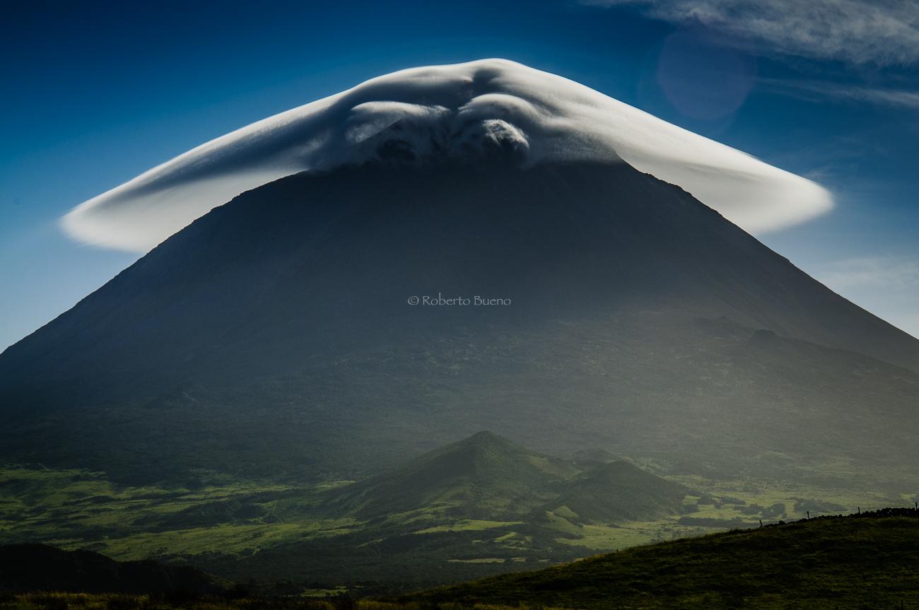 Nube lenticular sobre el Volcan de Pico. Islas Azores - Estar en las nubes - Nubes - Roberto Bueno – Meteorología, atmósfera