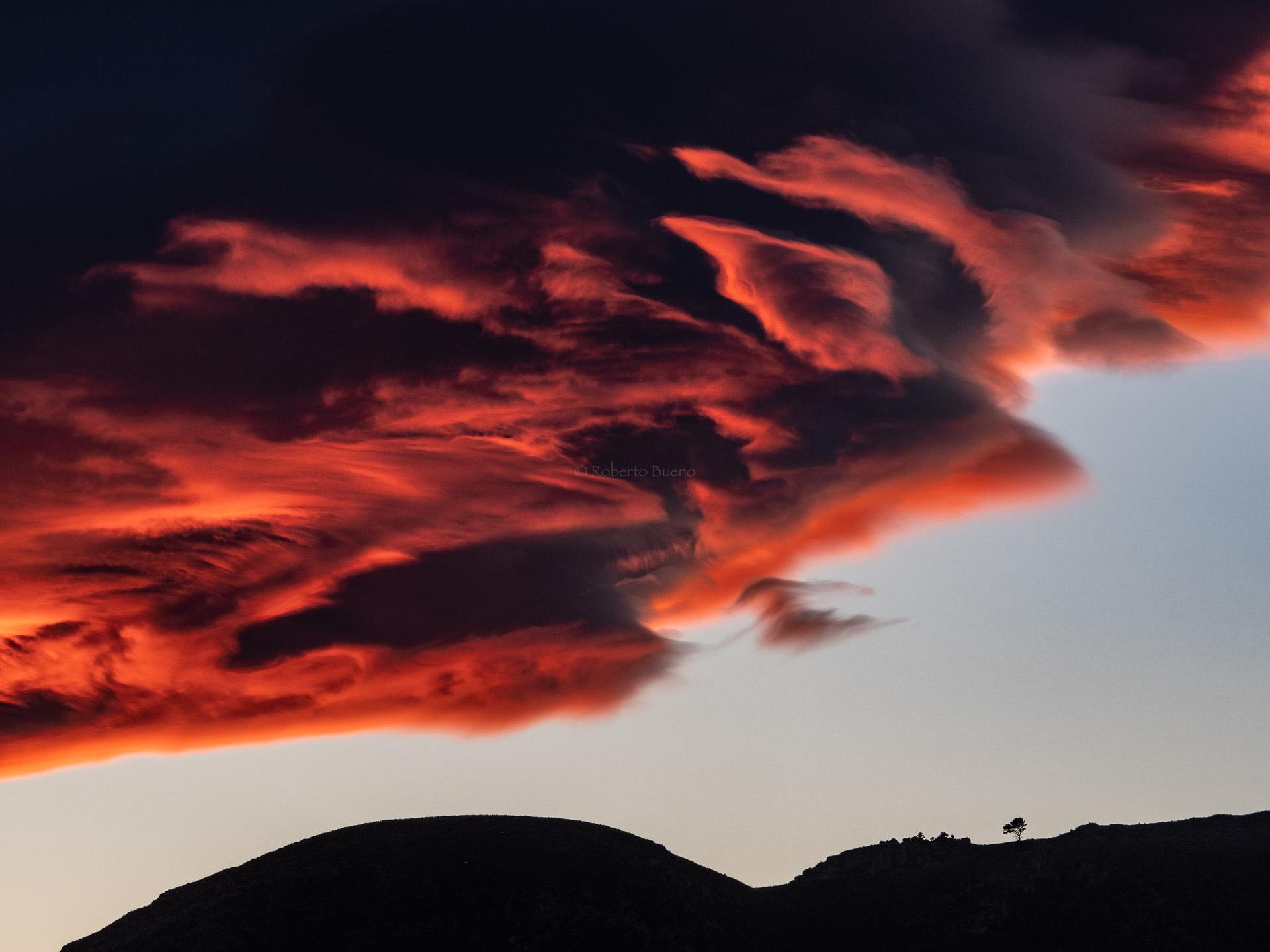 Altocumulus lenticularis. Serra de Vandellós - Estar en las nubes - Nubes - Roberto Bueno – Meteorología, atmósfera