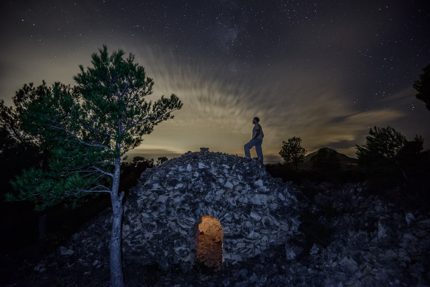 Autorretrato estrellado. Montroig del Camp - Luces en la noche - Luces en la Noche. Roberto Bueno. Fotografía de Naturaleza y viajes